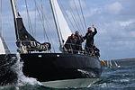 23 Pen duick III et équipage.JPG