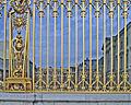 78-Versailles-château-grille-et-cour.jpg