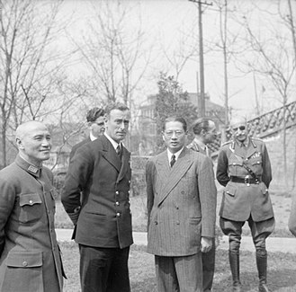 Adrian Carton de Wiart - Supreme Allied Commander South East Asia: Mountbatten with General Chiang Kai-Shek (left) and Dr T V Soong (right). In the background are Captain R V Brockman, Lt Gen F A M Browning and General Carton de Wiart VC at Chungking.