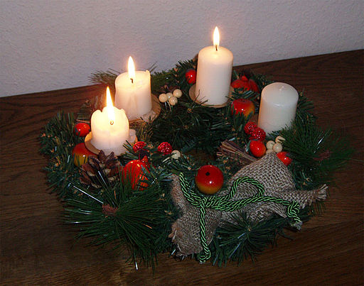 Adventskranz um drëtten Advent