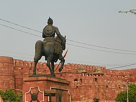 Agra 33 - Shivaji monument in front of Red Fort (41541115414).jpg