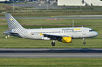 Airbus A319-100 Vueling (VLG) EC-JXJ - MSN 2889 - Named Un vueling, sil vous plait ! - Now in Iberia fleet (5808733483).jpg