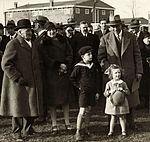 Albert Plesman op vliegveld Waalhaven, 1928.jpg