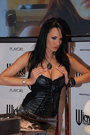 Alektra Blue at AVN Adult Entertainment Expo 2009 (2).jpg