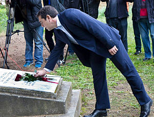 1 May 1944 Kaisariani executions - Alexis Tsipras laying down red roses at the Kaisariani Memorial.