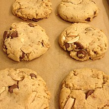 Almond Chocolate Chip Cookies (26130986122).jpg