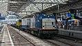 Amsterdam Centraal doorkomst Volker Rail 203-1 met korte werktrein (34332672373).jpg