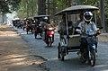 Angkor Thom-10-Tucktucks-2007-gje.jpg