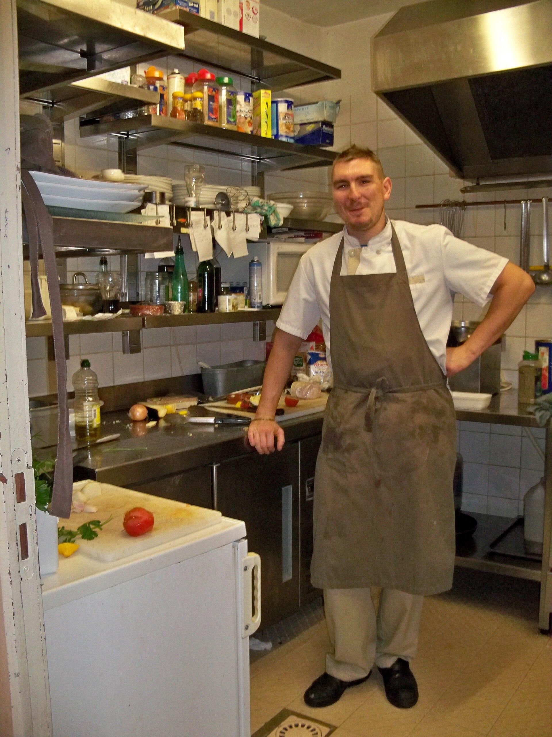 Cuisinier wikip dia - Definition d une cuisine centrale ...