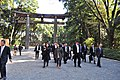 Approaching Meiji Shrine 06 (15731113095).jpg