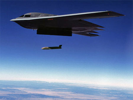 https://upload.wikimedia.org/wikipedia/commons/thumb/2/2f/B-2_launch_jassm.jpg/450px-B-2_launch_jassm.jpg