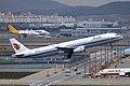 B-6885 - Air China - Airbus A321-232 - ICN (17180237080).jpg