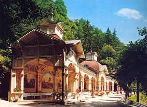 Bad Berneck im Fichtelgebirge: neue Kolonnade im Kurpark