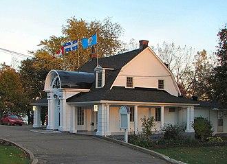 Baie-D'Urfé - Baie-D'Urfé town hall.
