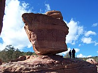 Balanced Rock at Garden of the Gods park in Co...