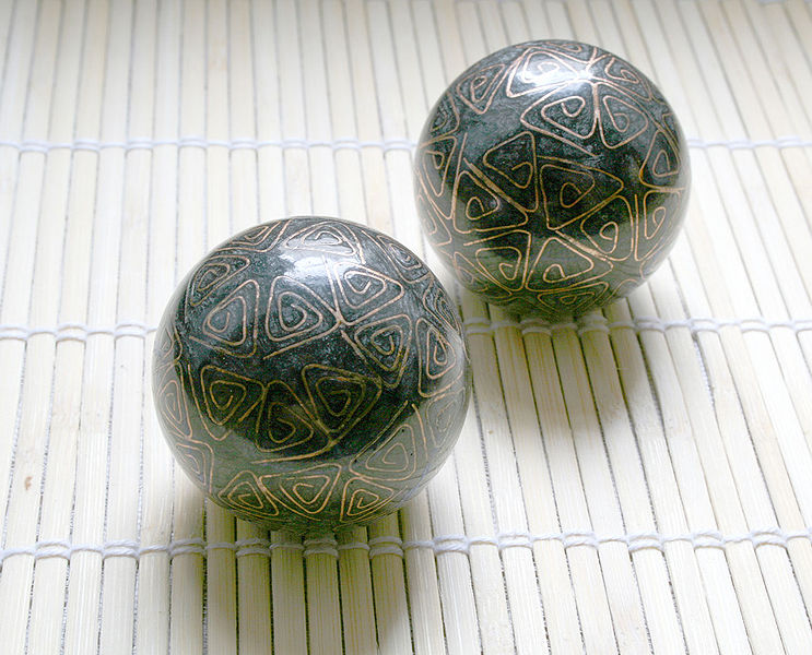 File:Baoding Balls Qi Gong Kugeln01.jpg