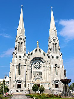 Basilica of Sainte-Anne-de-Beaupre in Sainte-Anne-de-Beaupre, Quebec, Canada.jpg