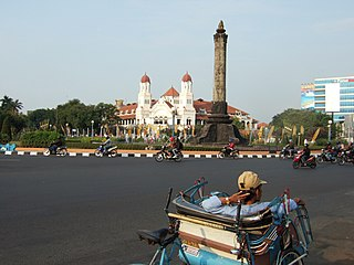 Becak Tugu Muda Semarang Central Java.jpg