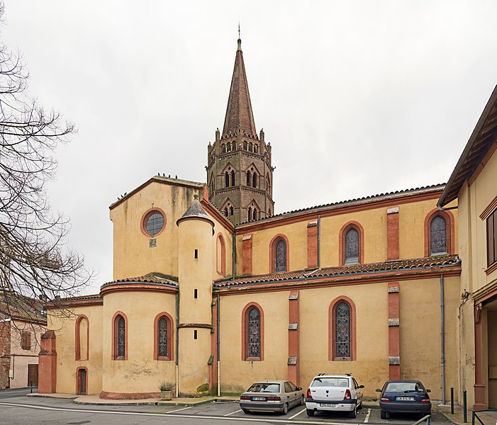 English:  Bessières, Haute-Garonne. Church Saint Jean-Baptiste, view from St. John's Place.