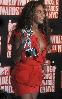 Beyoncé at 2009 MTV VMA's 2 cropped.jpg