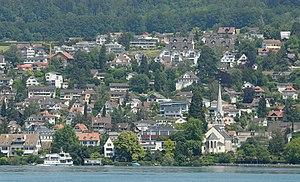 Erlenbach, Switzerland - Image: Blick vom Zürichsee auf Erlenbach (2009)
