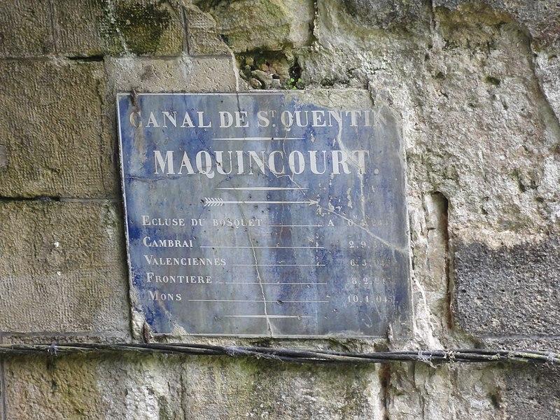 Bony (Aisne) Hameau de Macquincourt, Canal de Saint-Quentin plaque à la sortie du tunnel de Riqueval coté le Catelet