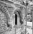 Boogfries met schietgat nabij voormalige aansluiting stadsmuur. - Zwolle - 20228625 - RCE.jpg