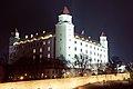 Bratislavsky hrad v noci.jpg