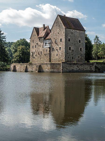 File:Brennhausen-Schloss-8145563.jpg
