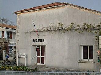 Breuillet, Charente-Maritime - Image: Breuillet 17 mairie