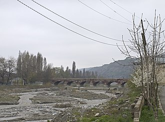 Quba District (Azerbaijan) - The arch bridge over the Qudyalçay connecting Quba (left) and Qırmızı Qəsəbə (right)