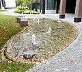 Brunnen2 BernhardWickiStr3 München.jpg