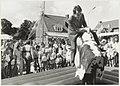 Burgemeester F.J.A. - Frank - IJsselmuiden (geb. 1939) op een zomerfeest. NL-HlmNHA 54015255.JPG