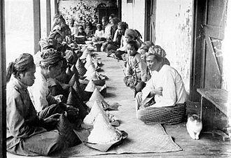Slametan - A Slametan in a mosque in Cibodas, with tumpeng as its main menu. ca. 1907.