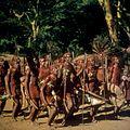 COLLECTIE TROPENMUSEUM Masai krijgers tijdens een dans TMnr 20038843.jpg