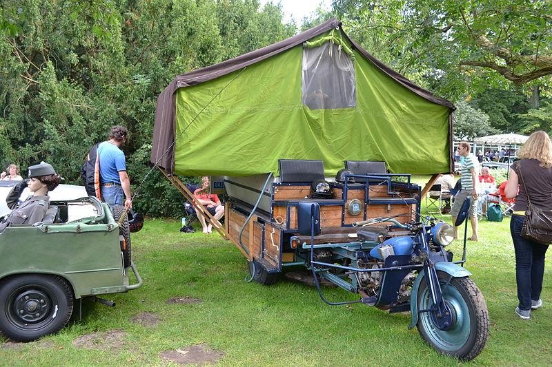File:Camping Motorrad.JPG