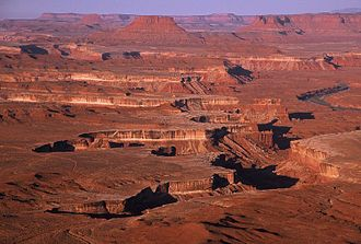 Canyonlands National Park - Looking over the Green River from Island in the Sky