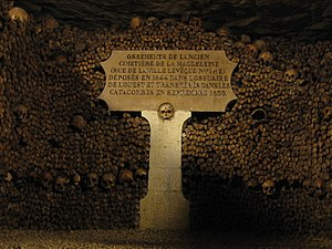 Madeleine cemetery - Plaque in the Catacombs of Paris indicating the placement of the bones transferred from the Madeleine Cemetery