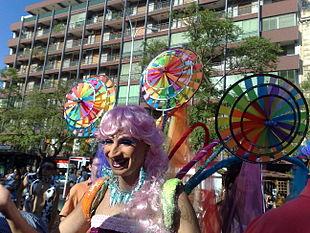 Drag Queen (da non confondere con Transgender/Transessuale) al Pride Catania 2008