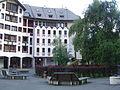 Chamonix-Mont-Blanc -- Le village piéton de Chamonix-Sud (Gentianes et Helbronner).JPG