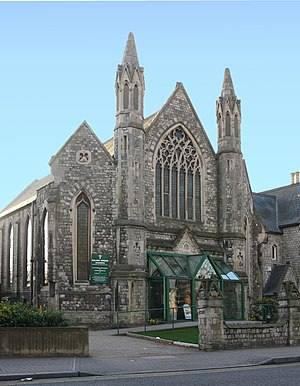 English: Congregational Chapel overlooking Eal...