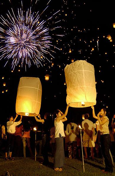 ไฟล์:Chiang Mai, Yi Peng Festival 1.jpg