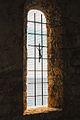 Chiesa medievale di San Lorenzo - Monofora con mare sullo sfondo.jpg