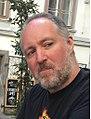Chris Sims in Graz, Glockenspielplatz.jpg