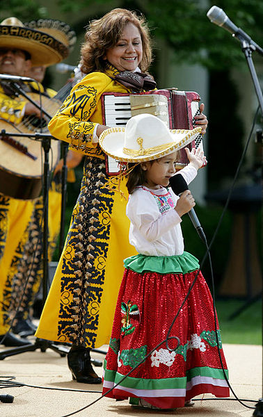 File:Cinco de Mayo performers at White House.jpg