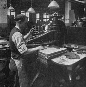 Die cutting (web) - A clicking machine from 1922, used to die cut leather