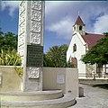 Collectie Nationaal Museum van Wereldculturen TM-20030083 Monument ter ere en herinnering aan het 50-jarige (1898-1948) regeringsjubileum van Koningin Wilhelmina Sint Eustatius Boy Lawson (Fotograaf).jpg