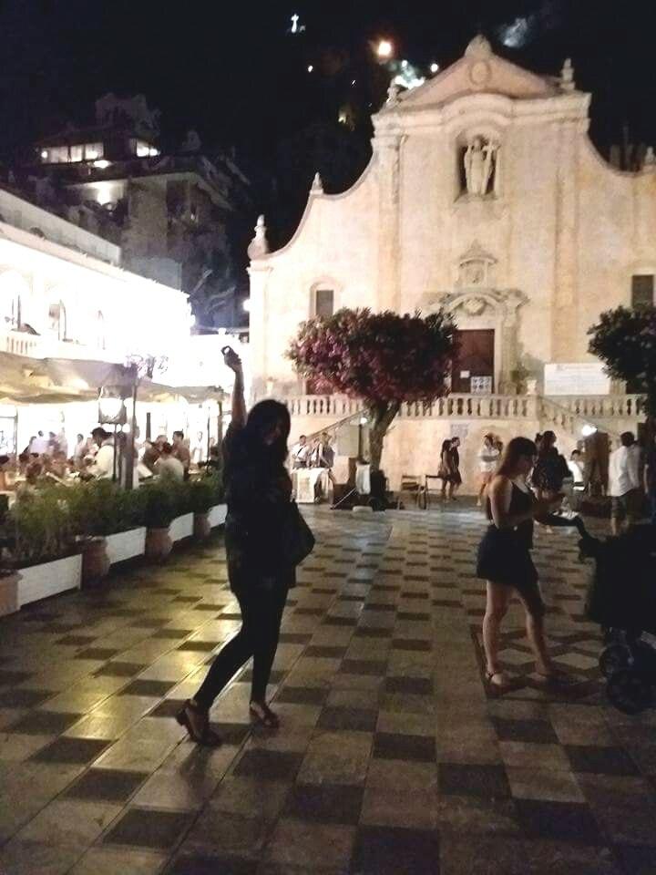 Dancer in Piazza IX Aprile Taormina.jpeg