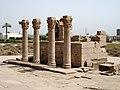 Dendera Römische Säulen 02.JPG