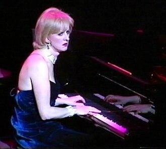 Dillie Keane - Dillie Keane performing with Fascinating Aïda in 2000